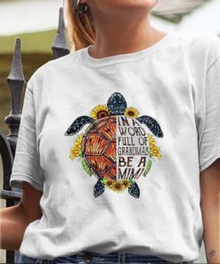 Turtle Sunflower In a world full of grandmas be a Mimi